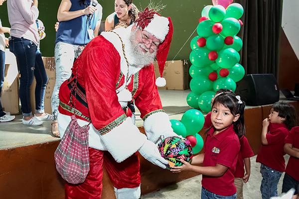¡Felices Fiestas de parte de P&G y más de 250 niños de la red de Nacer Aprendiendo!