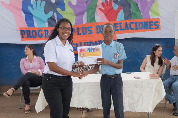 Los adolescentes participantes del programa Crecer en Comunidad se gradúan de la metodología Plus de Relaciones Saludables
